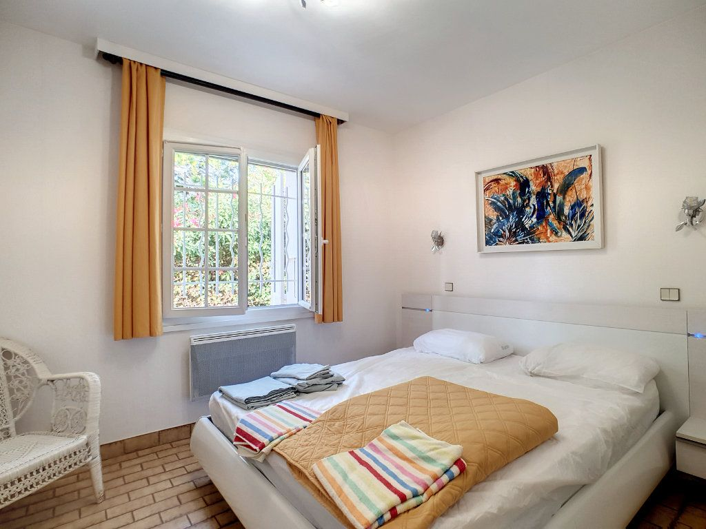 Maison à louer 5 127.59m2 à Bandol vignette-8