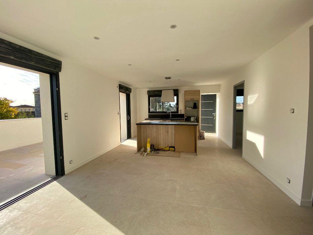 Appartement à vendre 3 63m2 à Saint-Cyr-sur-Mer vignette-3