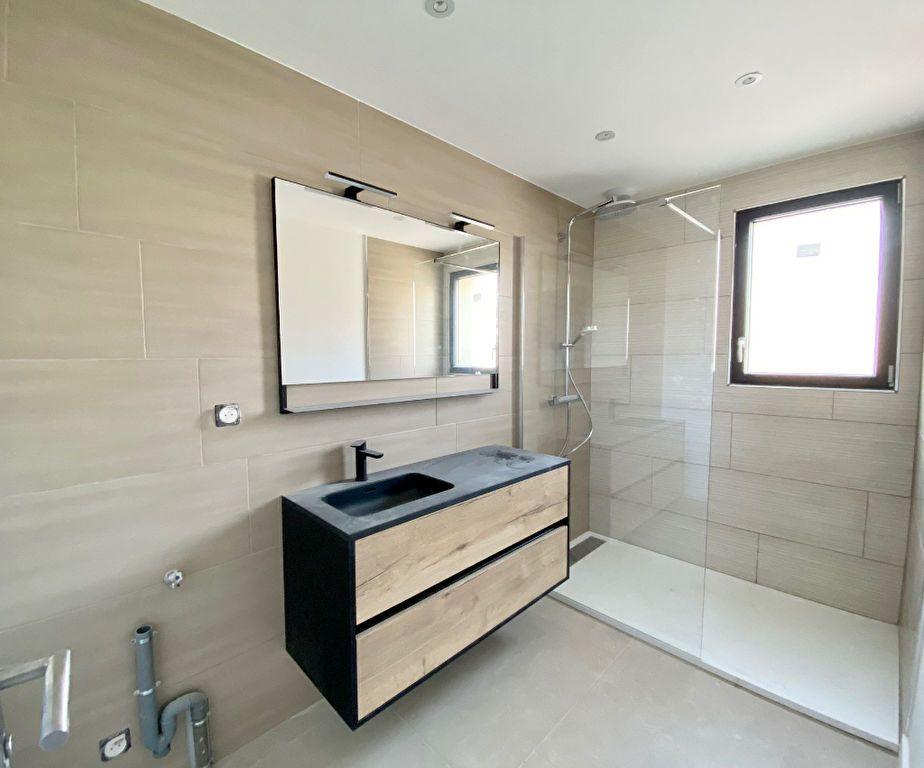 Appartement à vendre 3 63m2 à Saint-Cyr-sur-Mer vignette-4
