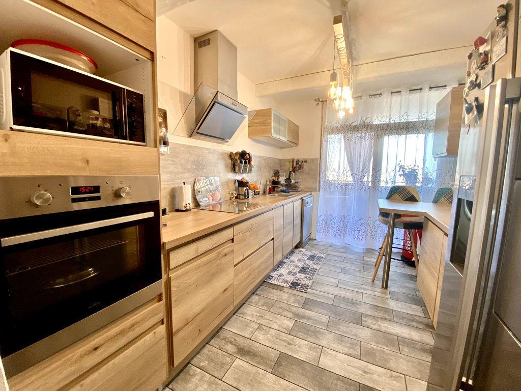 Appartement à vendre 4 81m2 à La Seyne-sur-Mer vignette-4