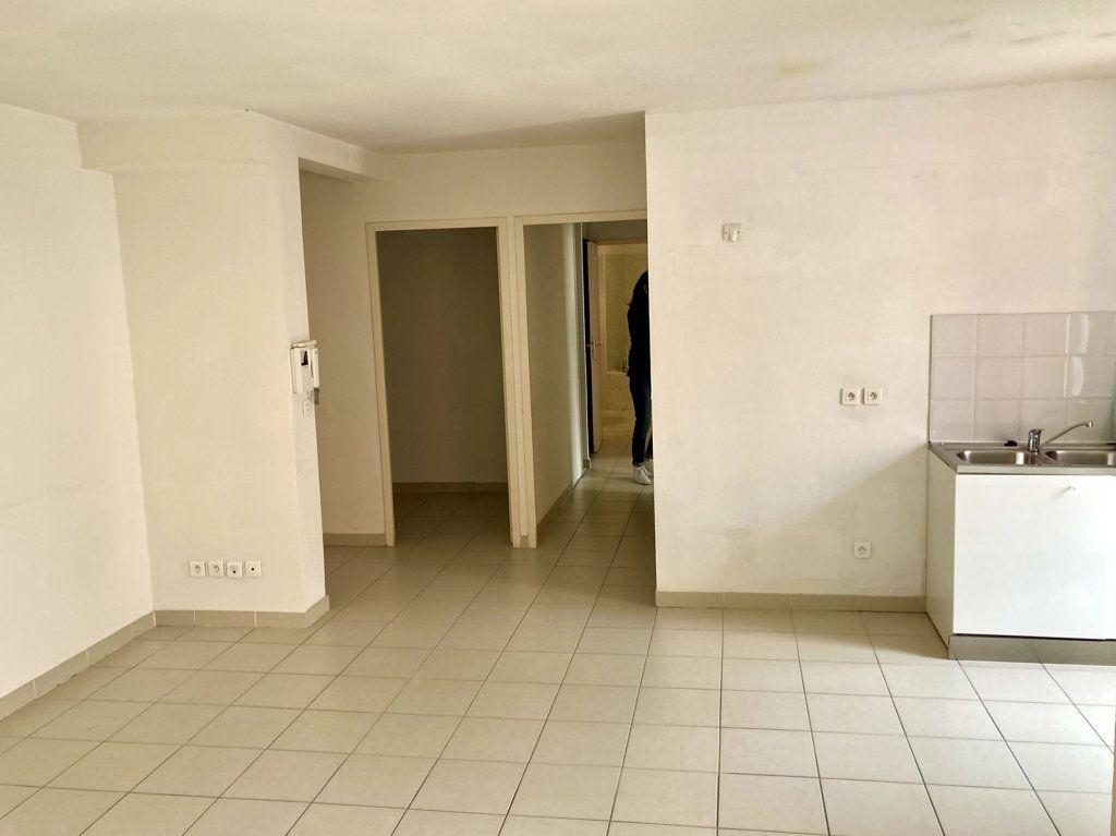 Appartement à vendre 3 60m2 à Le Beausset vignette-1