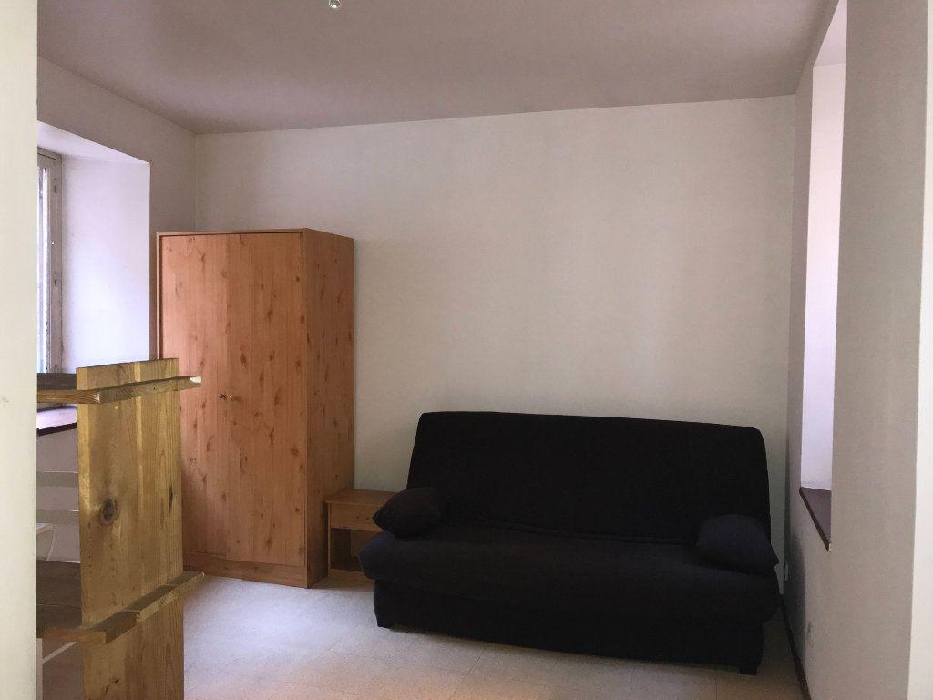Appartement à louer 1 16m2 à Mende vignette-2