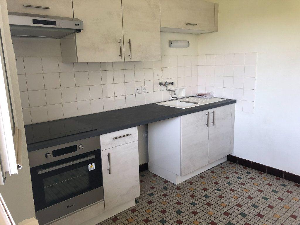 Appartement à louer 3 64m2 à Mende vignette-3
