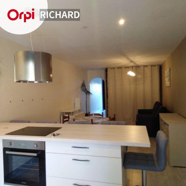 Appartement à louer 3 64m2 à La Seyne-sur-Mer vignette-1