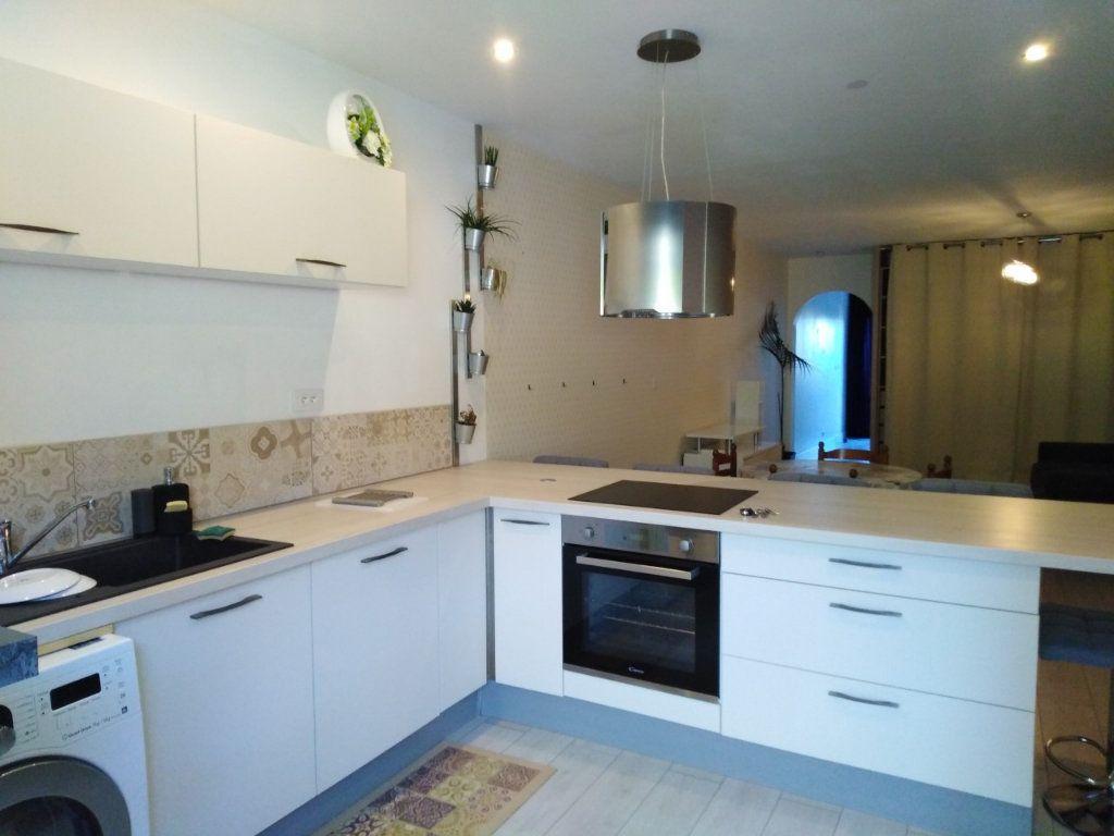Appartement à louer 3 64m2 à La Seyne-sur-Mer vignette-2