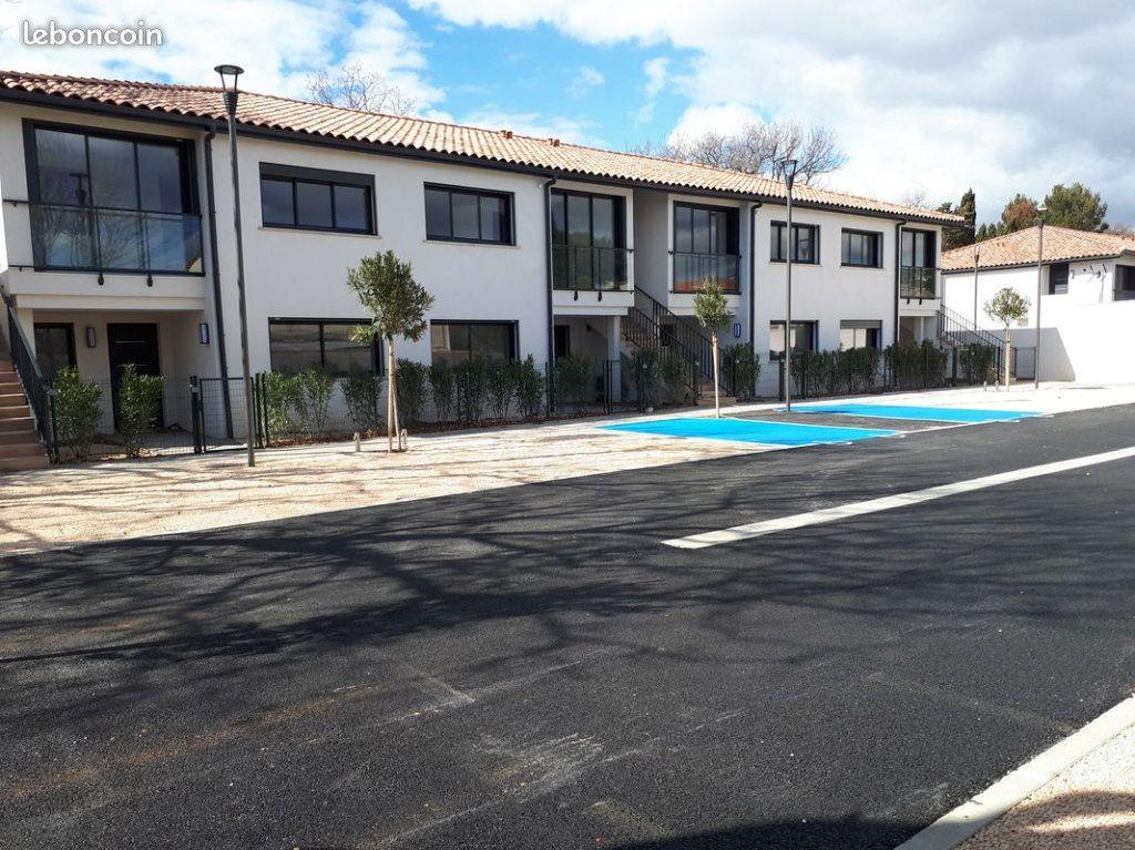 Appartement à louer 3 68m2 à La Seyne-sur-Mer vignette-2
