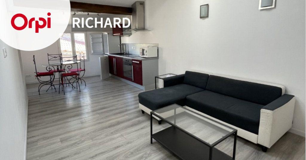Appartement à louer 2 43m2 à Six-Fours-les-Plages vignette-1