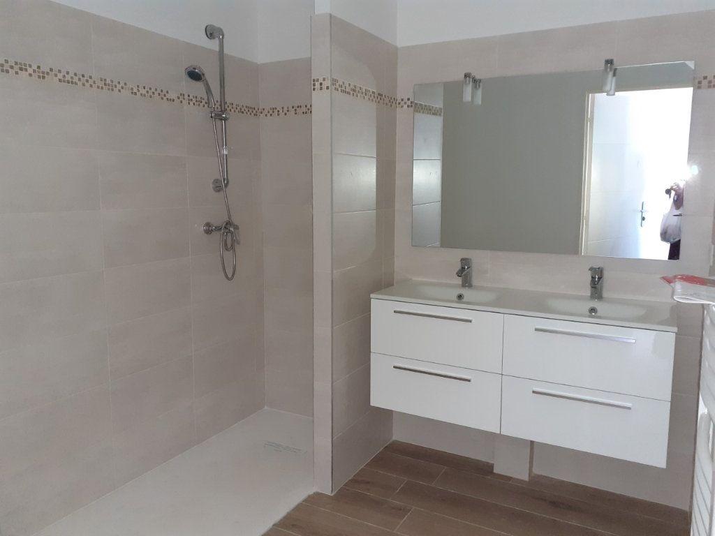 Appartement à louer 3 75m2 à La Seyne-sur-Mer vignette-2