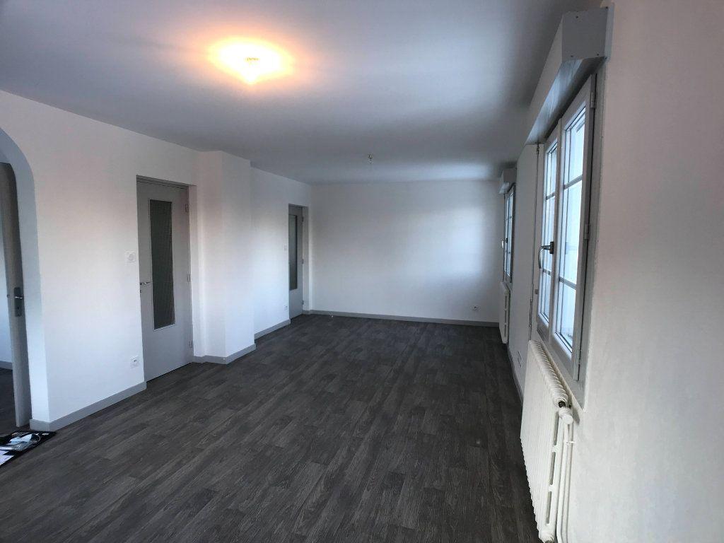 Appartement à louer 3 65m2 à Mende vignette-3