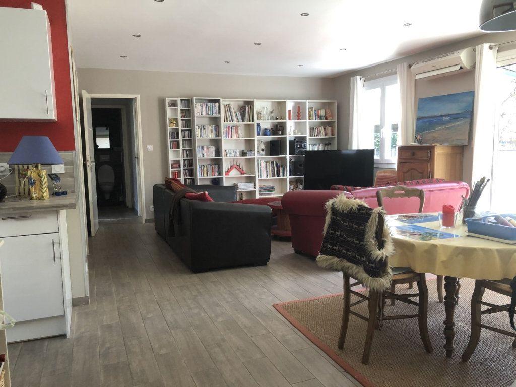 Maison à vendre 4 100m2 à Six-Fours-les-Plages vignette-6