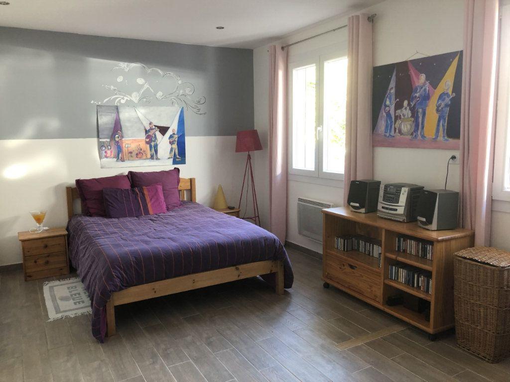 Maison à vendre 4 100m2 à Six-Fours-les-Plages vignette-8