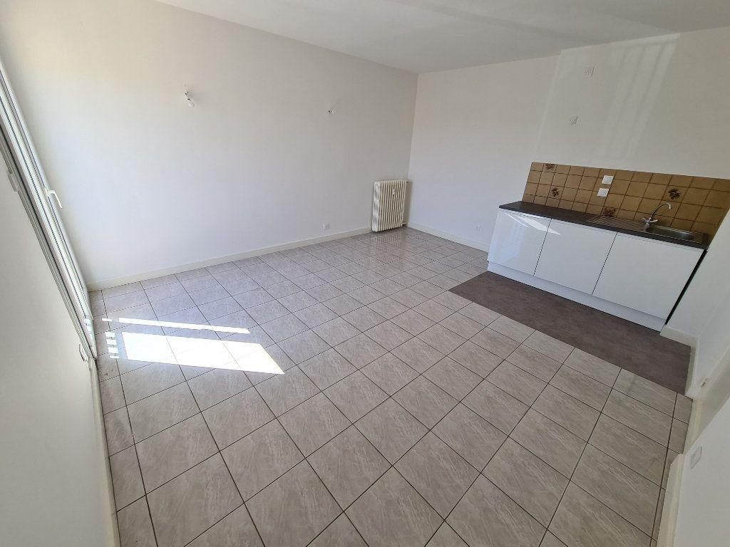 Appartement à vendre 2 42m2 à Six-Fours-les-Plages vignette-1