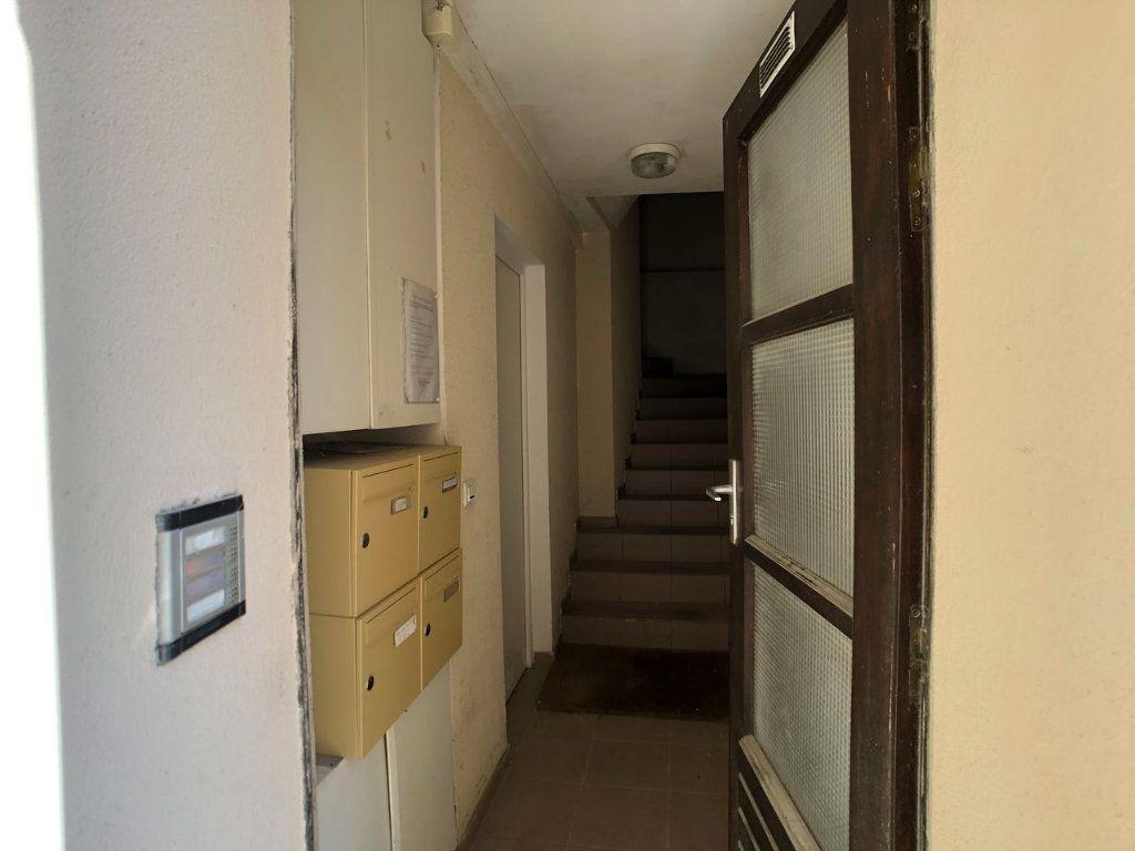 Appartement à louer 1 18m2 à Marvejols vignette-2