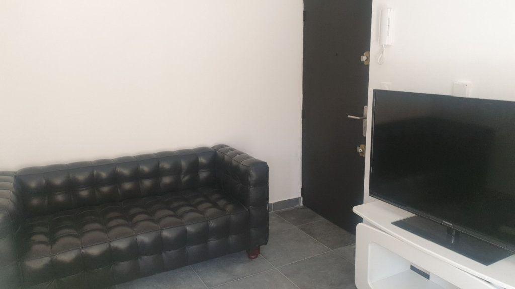 Appartement à louer 2 30m2 à Six-Fours-les-Plages vignette-3