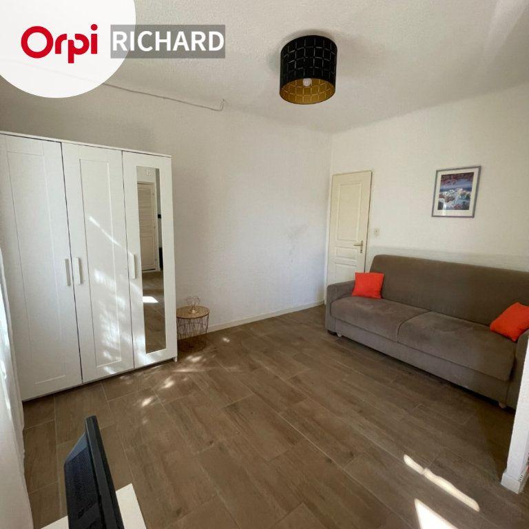 Appartement à louer 1 27m2 à Sanary-sur-Mer vignette-1