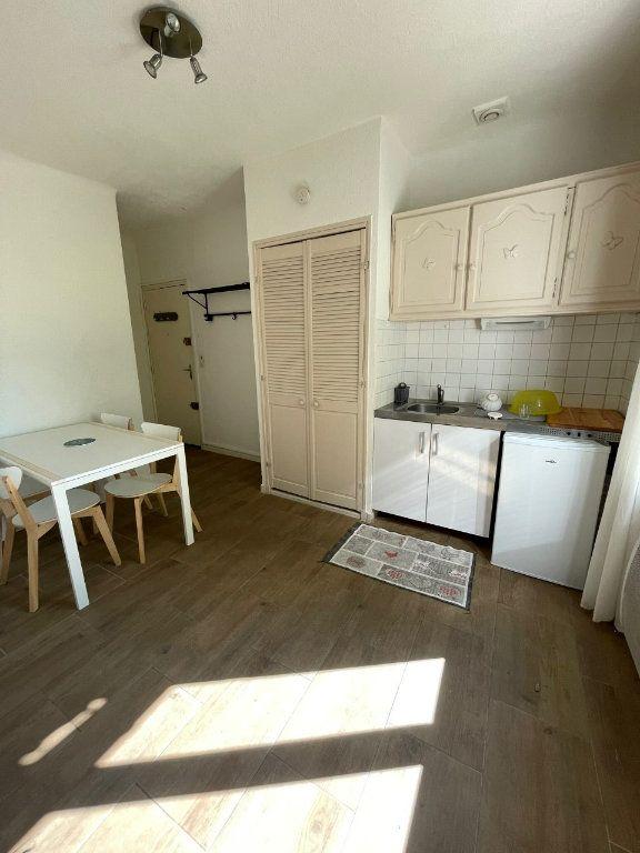Appartement à louer 1 27m2 à Sanary-sur-Mer vignette-3