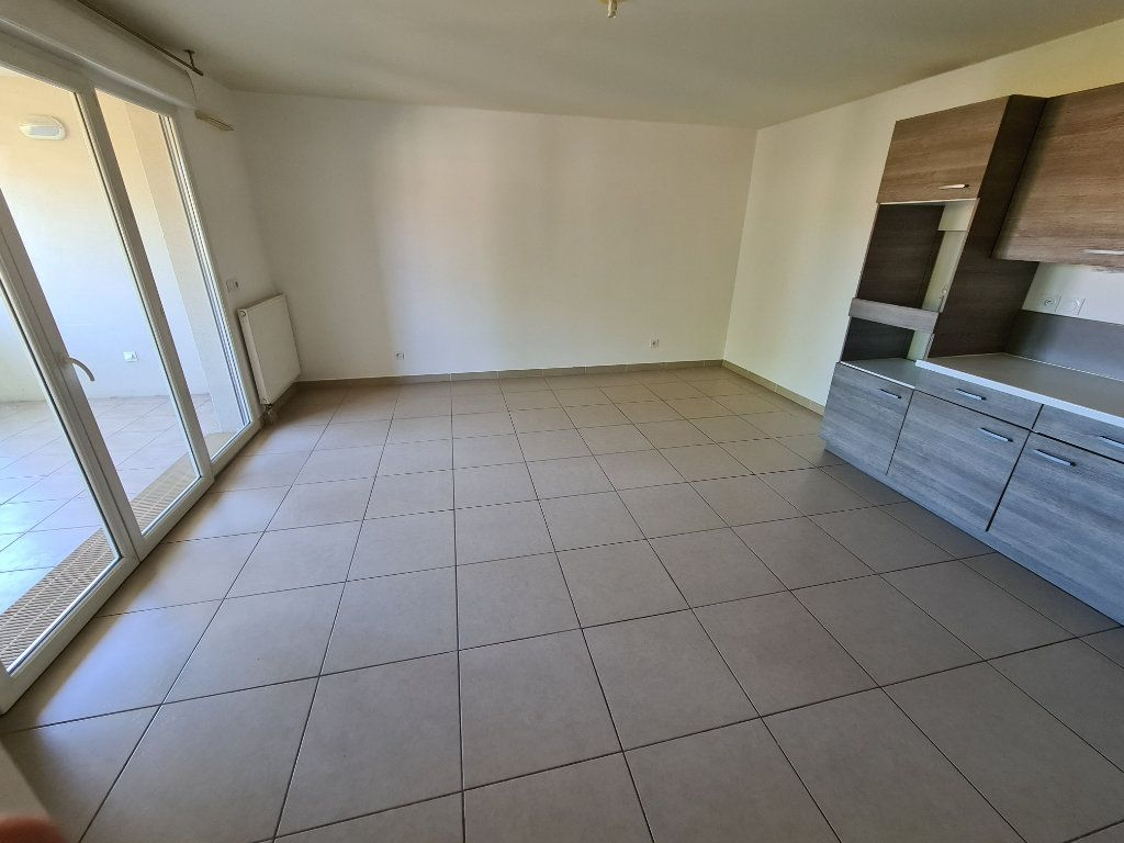 Appartement à vendre 3 60m2 à Ollioules vignette-2