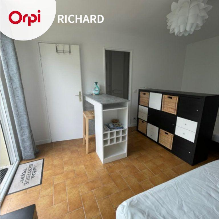 Appartement à louer 1 25m2 à Six-Fours-les-Plages vignette-1