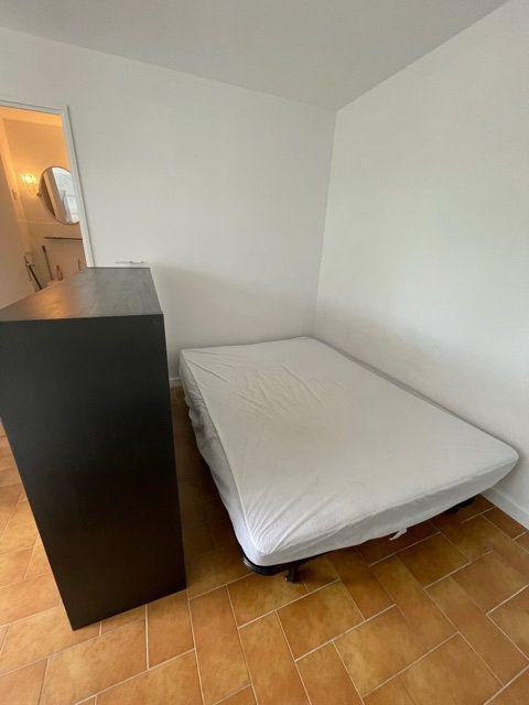 Appartement à louer 1 25m2 à Six-Fours-les-Plages vignette-2
