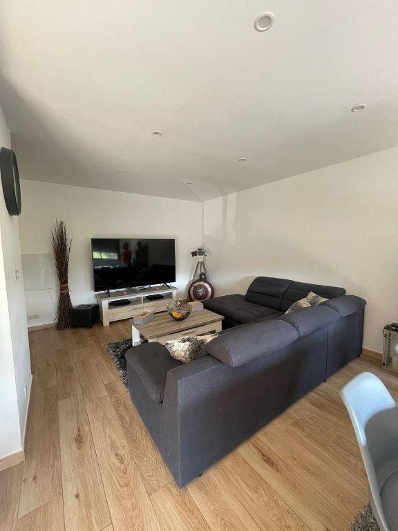 Appartement à louer 3 75m2 à La Seyne-sur-Mer vignette-3