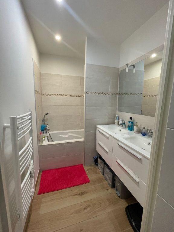 Appartement à louer 3 75m2 à La Seyne-sur-Mer vignette-7