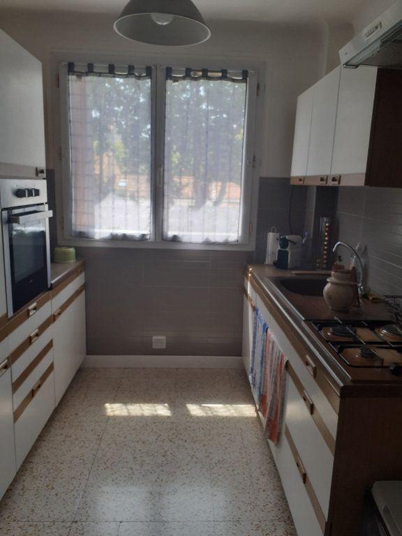 Appartement à louer 3 60m2 à Six-Fours-les-Plages vignette-4