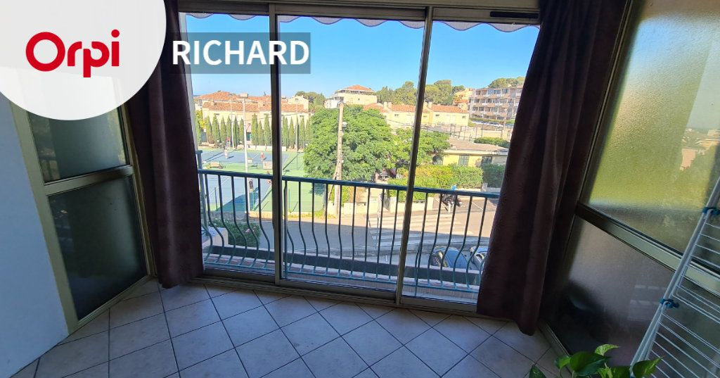 Appartement à louer 2 42m2 à Six-Fours-les-Plages vignette-1