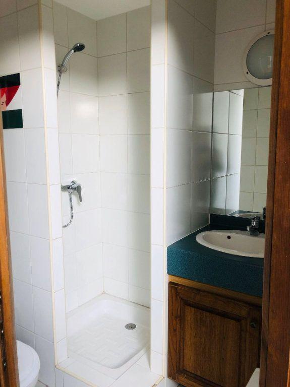Appartement à louer 1 15m2 à Chastel-Nouvel vignette-5