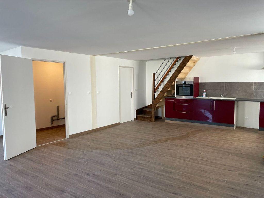 Maison à louer 4 104m2 à Châteauneuf-de-Randon vignette-2