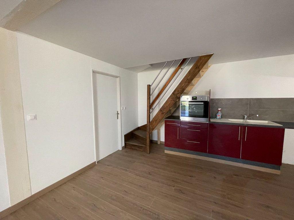 Maison à louer 4 104m2 à Châteauneuf-de-Randon vignette-4