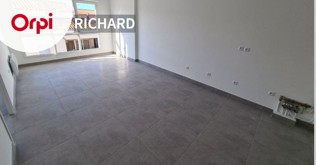 Appartement à louer 2 40m2 à Six-Fours-les-Plages vignette-1