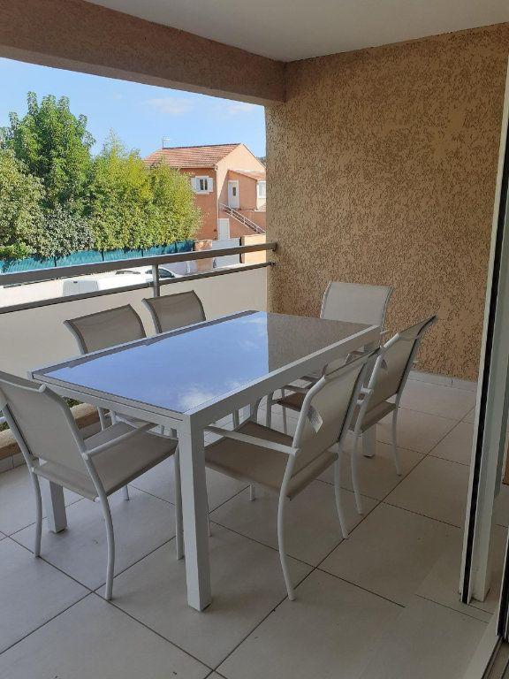 Appartement à louer 3 61m2 à Sanary-sur-Mer vignette-3