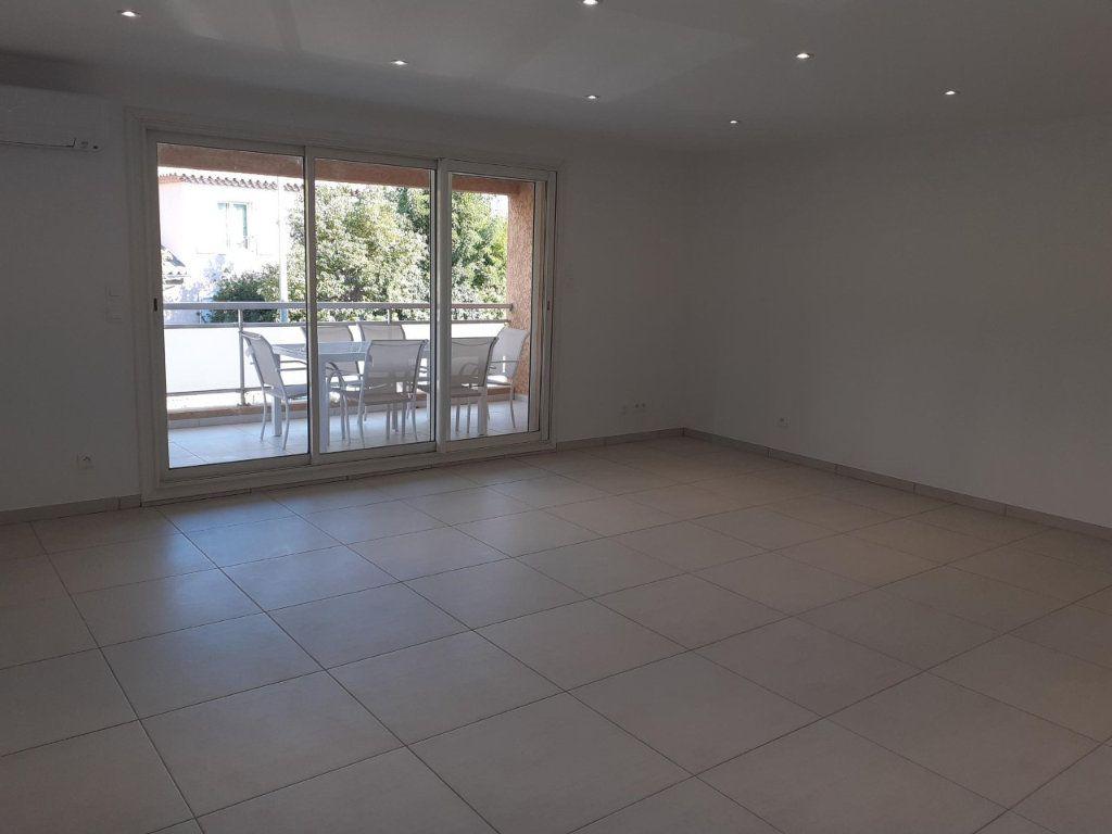 Appartement à louer 3 61m2 à Sanary-sur-Mer vignette-4
