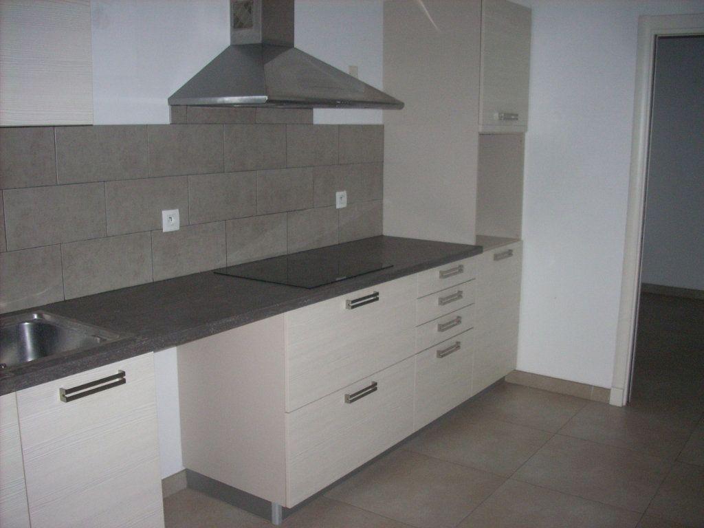 Appartement à vendre 3 101.4m2 à Saint-Cyr-sur-Mer vignette-2