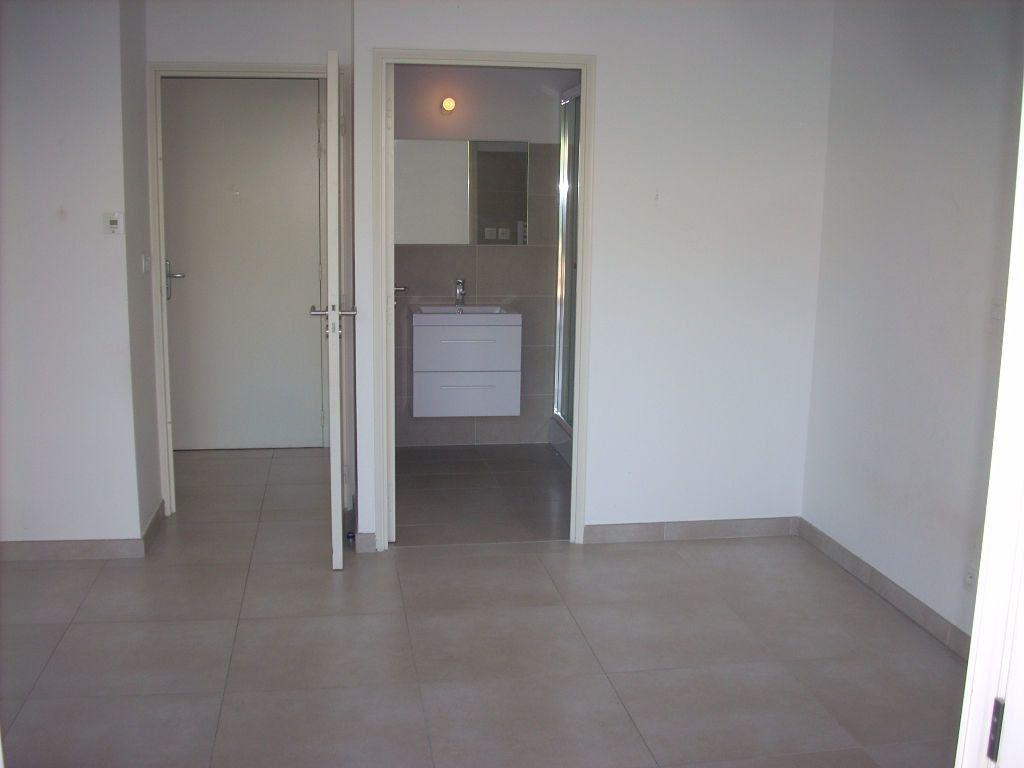 Appartement à vendre 3 101.4m2 à Saint-Cyr-sur-Mer vignette-6