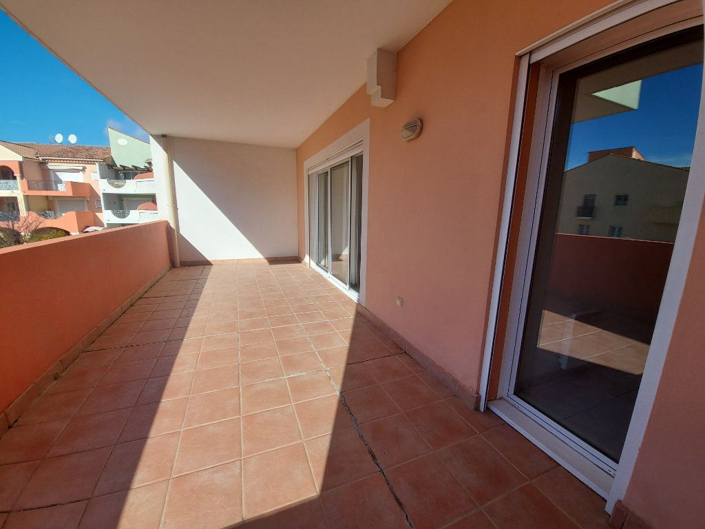 Appartement à vendre 2 61m2 à Saint-Cyr-sur-Mer vignette-1
