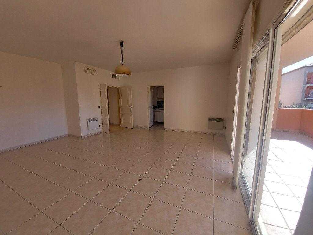 Appartement à vendre 2 61m2 à Saint-Cyr-sur-Mer vignette-2