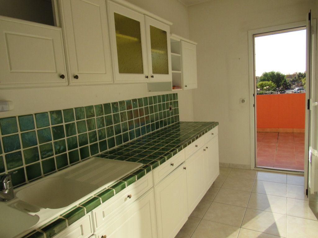 Appartement à vendre 2 61m2 à Saint-Cyr-sur-Mer vignette-3