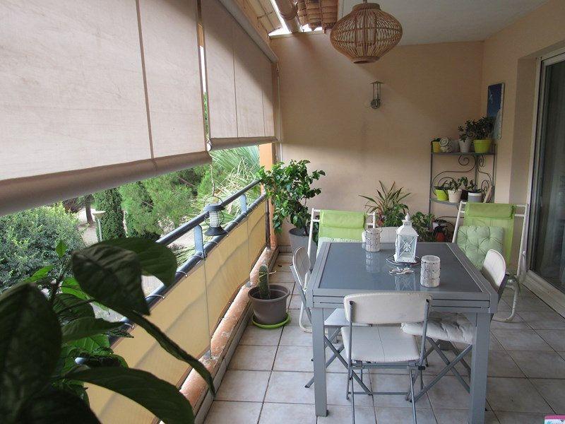 Appartement à vendre 3 64m2 à Saint-Cyr-sur-Mer vignette-1