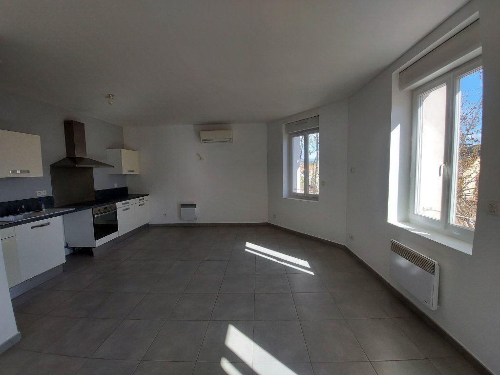 Appartement à vendre 3 55m2 à Saint-Cyr-sur-Mer vignette-1