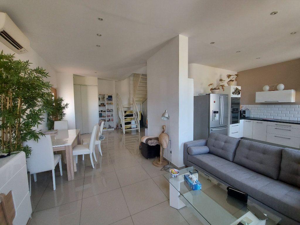 Appartement à vendre 3 63.65m2 à Saint-Cyr-sur-Mer vignette-1