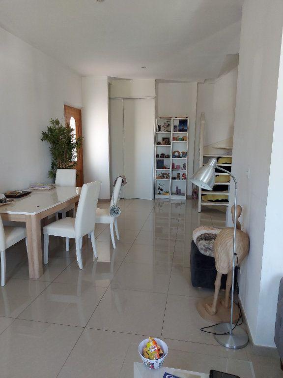 Appartement à vendre 3 63.65m2 à Saint-Cyr-sur-Mer vignette-2
