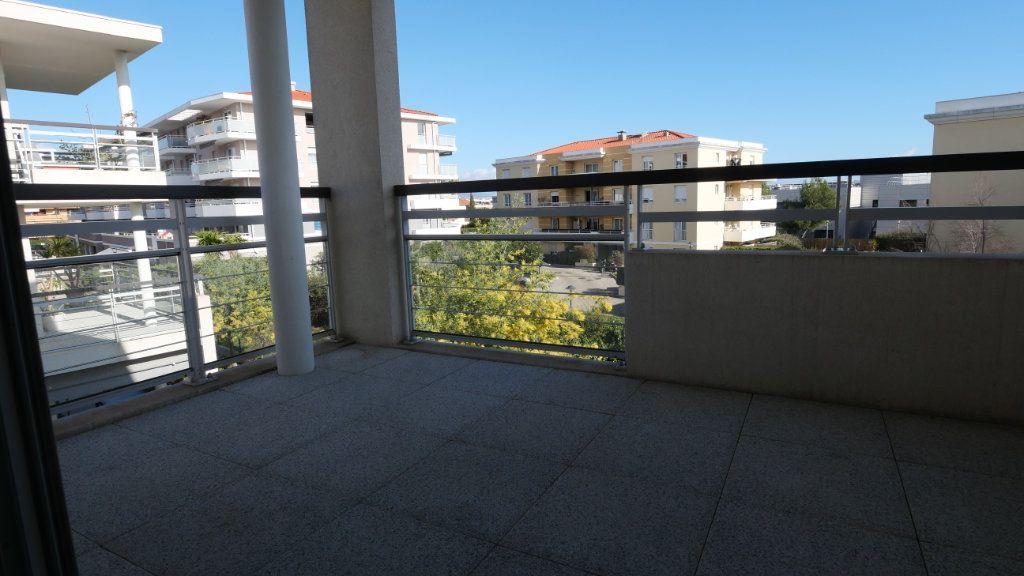 Appartement à louer 2 43m2 à Antibes vignette-1