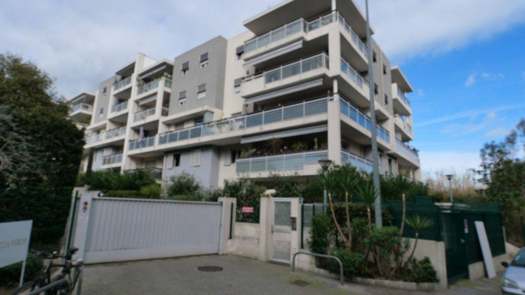 Appartement à louer 2 43m2 à Antibes vignette-2