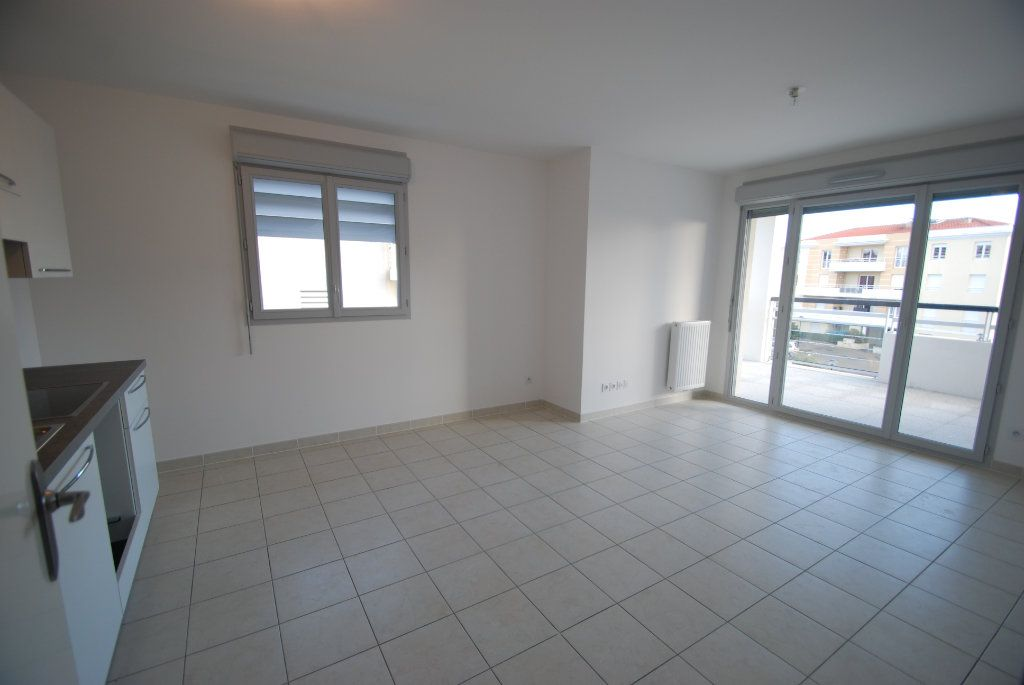 Appartement à louer 2 43m2 à Antibes vignette-3