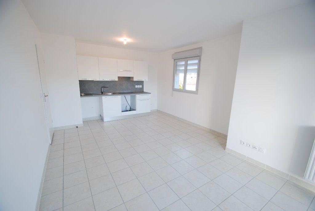 Appartement à louer 2 43m2 à Antibes vignette-4