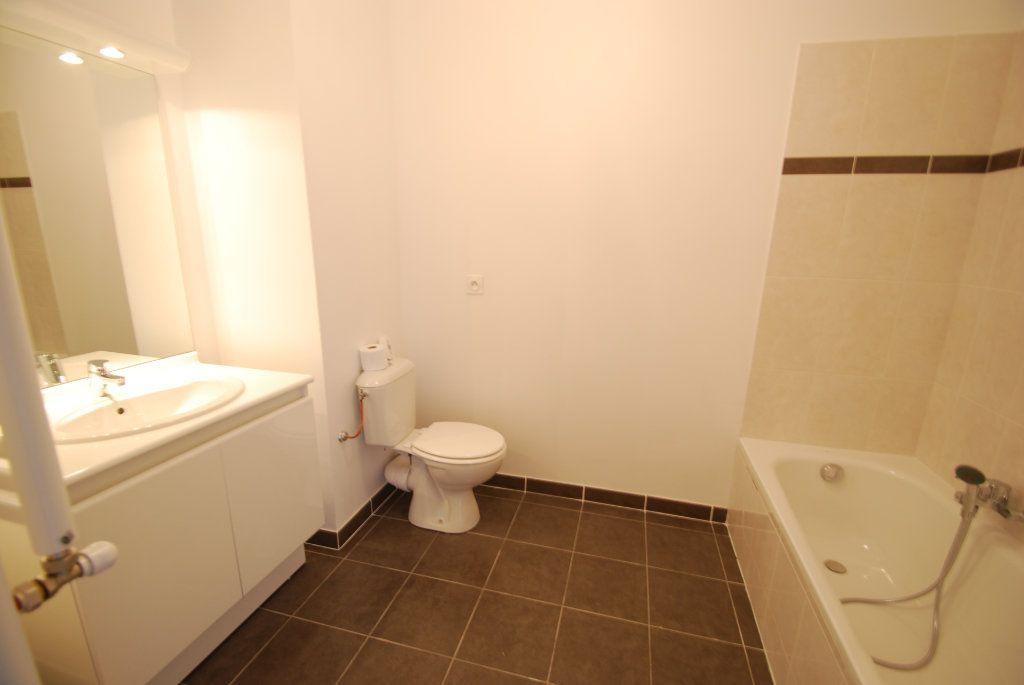 Appartement à louer 2 43m2 à Antibes vignette-5
