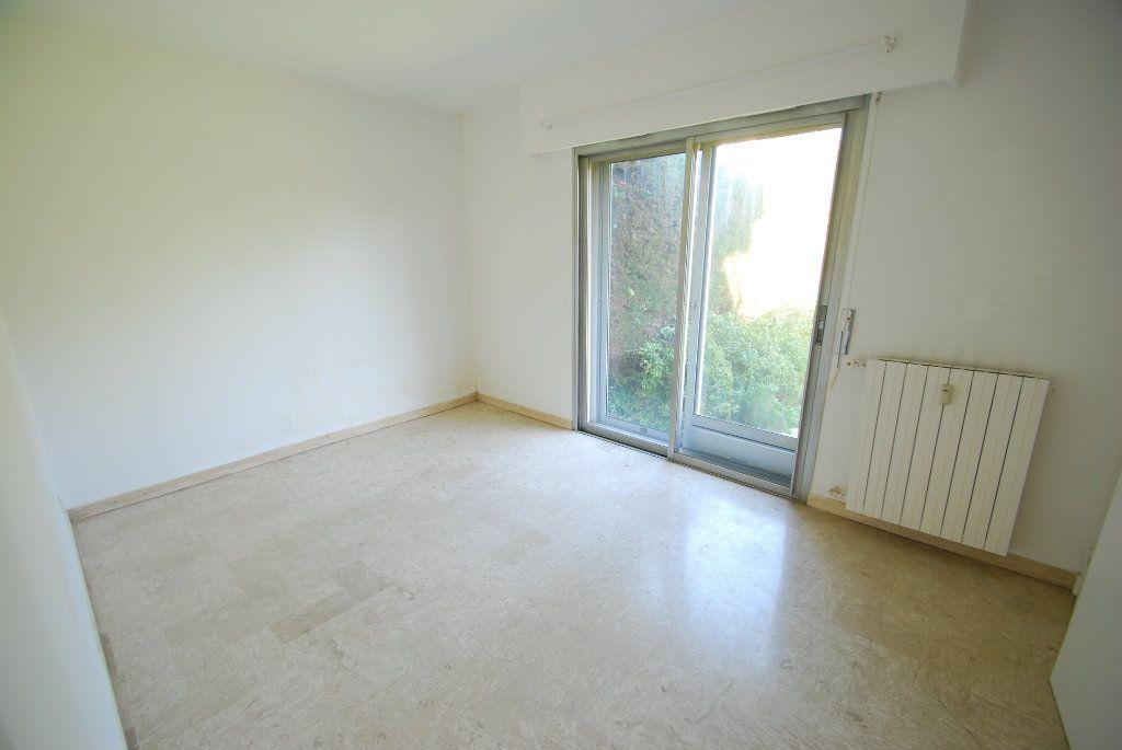 Appartement à louer 3 79.78m2 à Antibes vignette-6