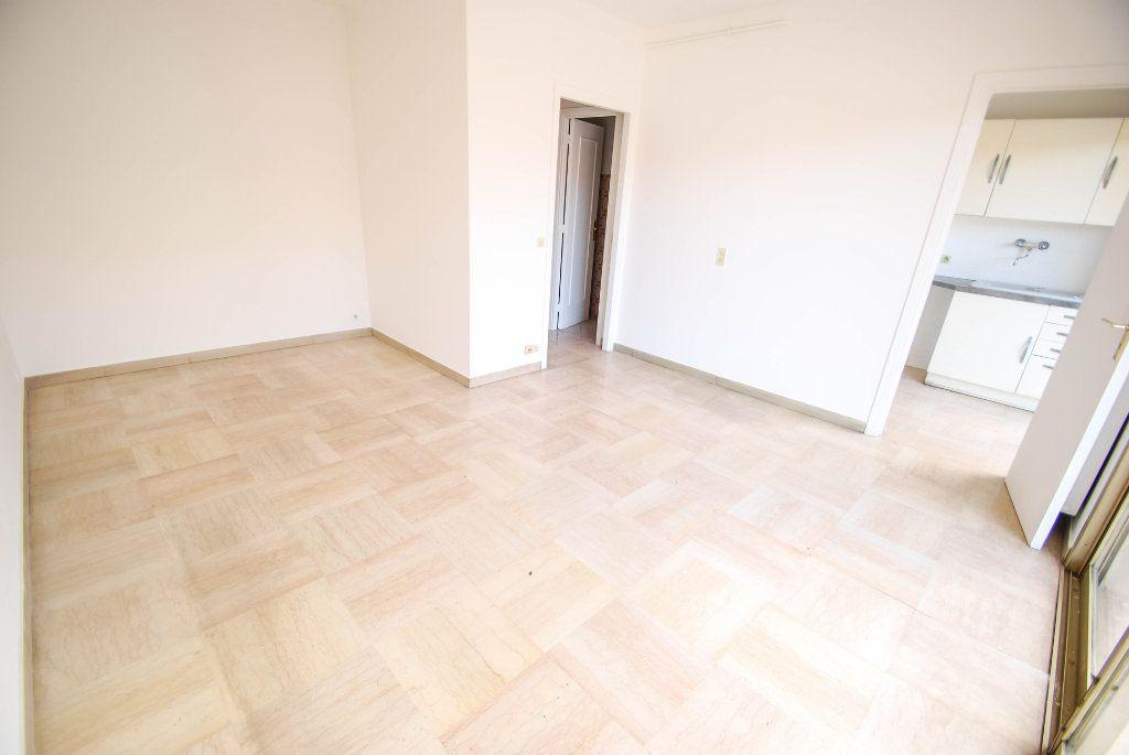 Appartement à louer 1 28m2 à Antibes vignette-1
