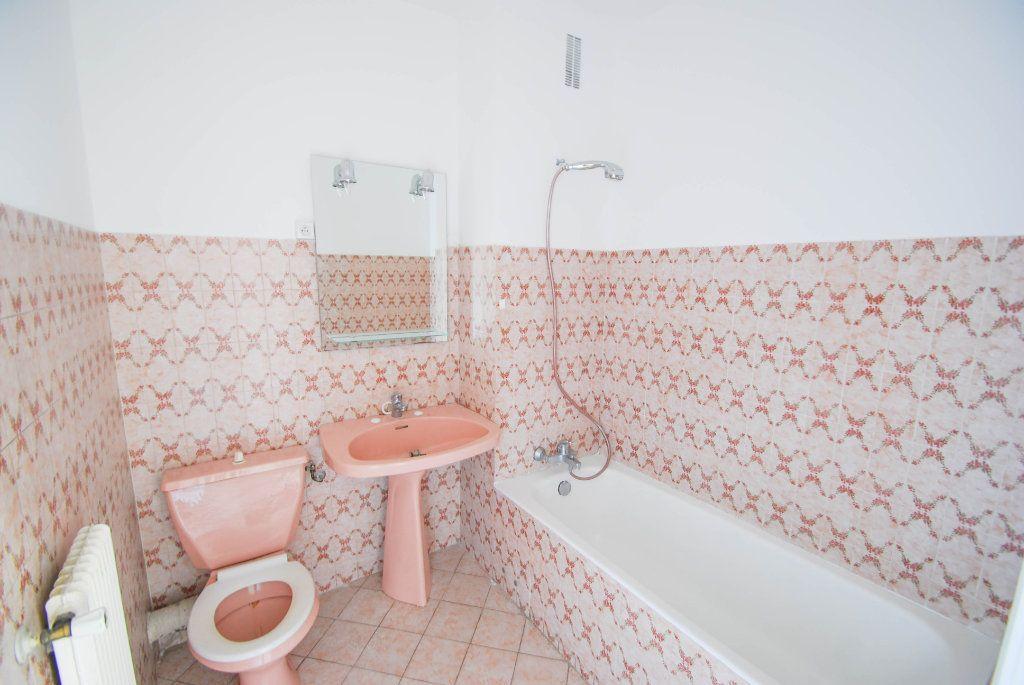 Appartement à louer 1 28m2 à Antibes vignette-2